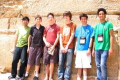 IOI 2008 Team against Pyramid_639x480