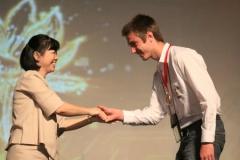 Bennie-Swart-reciving-medal