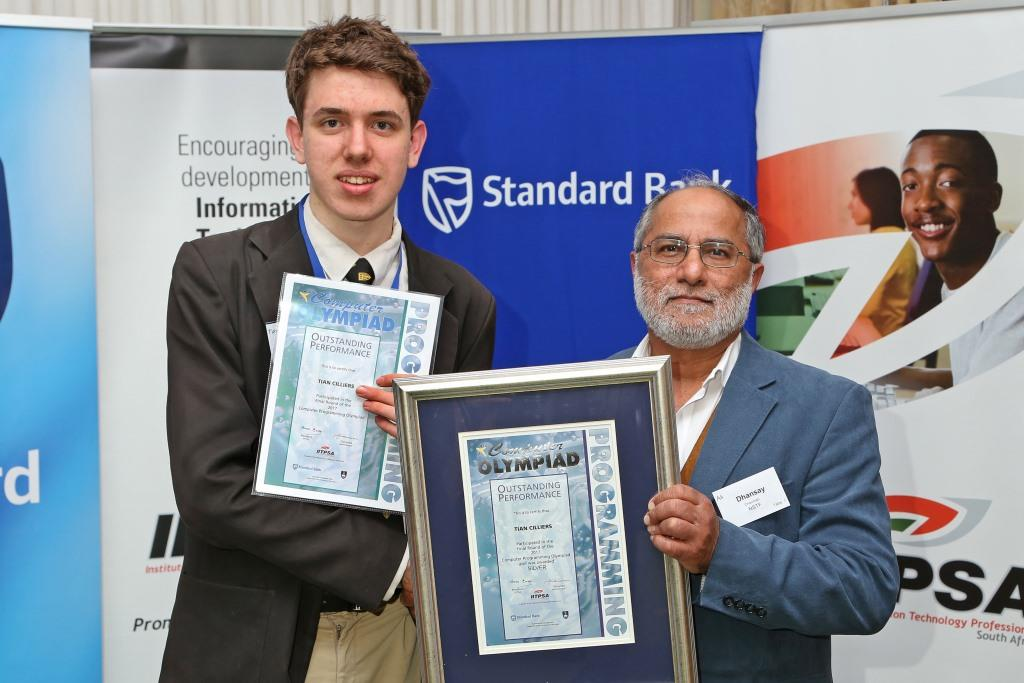 2017 PO Winner Silver Medal Winner Tian Cilliers (Stellenbosch High) receiving awards from Dr Ali Dhansay (NSTF) IMG_6365